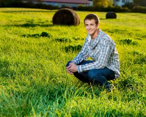 Robert Akers Photography Senior Portrait at sunset on the farm